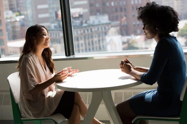 interview de recrutement entre deux femmes